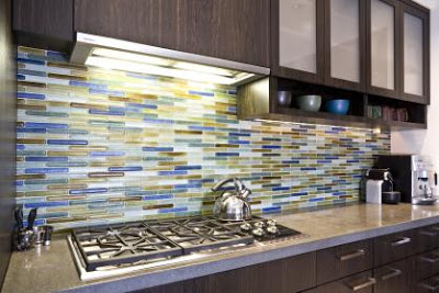 Four major benefits of using glass tile in your kitchen for Advantages of using glass tile backsplash